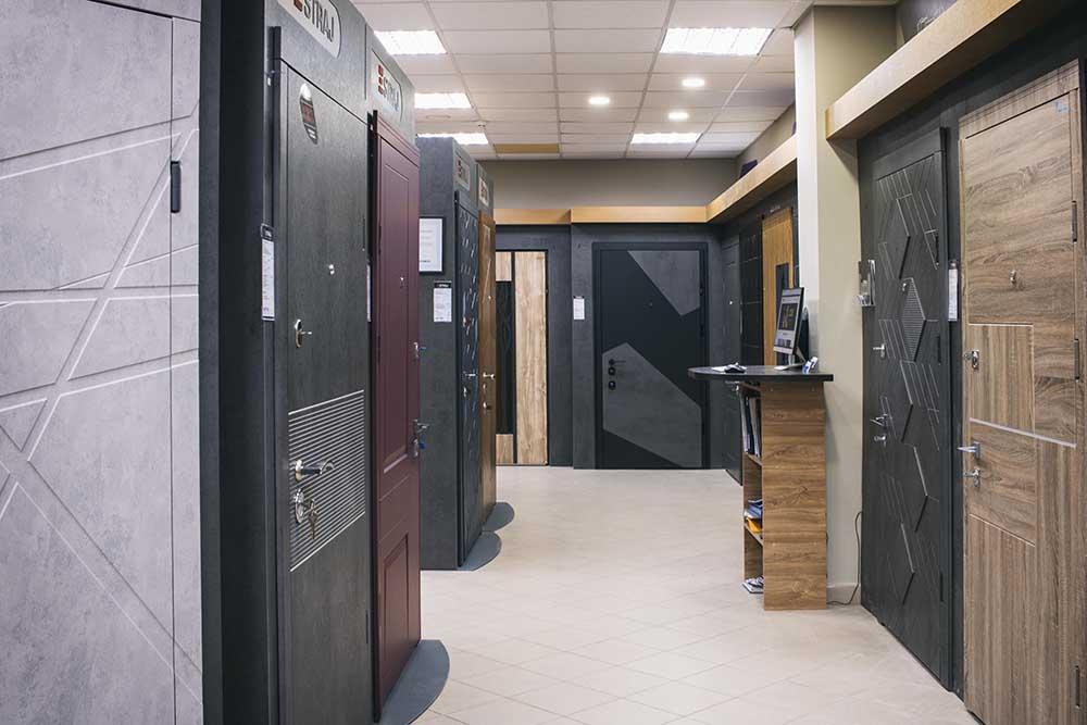Двері Страж. фірмовий салон Київ