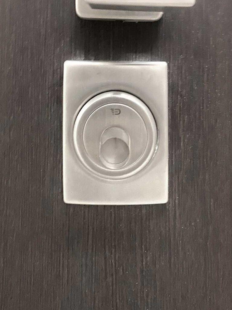 Вхідні двері Страж магнітний блокіратор дісек