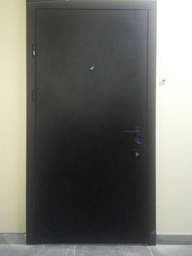 двері_ Страж_гладка_софт блек